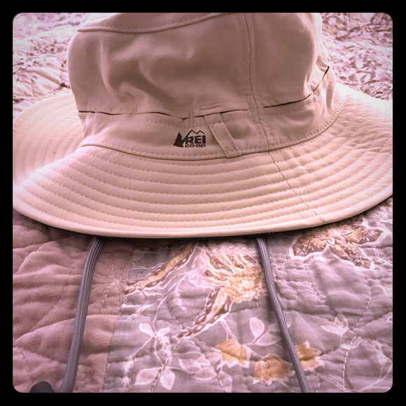 b782add0 REI Hiking/Camping Hat. M_5bd97abbbb7615ab941e849c